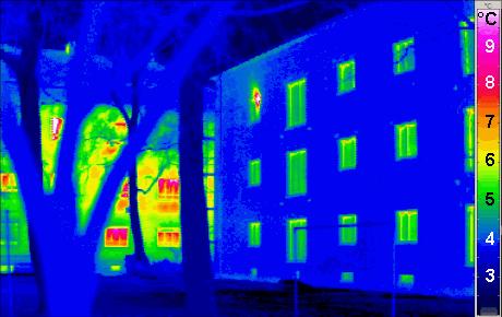 Passivhaus_thermogram_gedaemmt_ungedaemmt