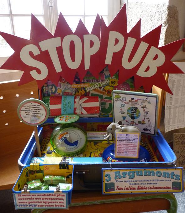 La mallette STOP PUB, est réalisée à partir de matériaux de récupération provenant de l'association Court-Circuit -  une initiative 100% creusoise !